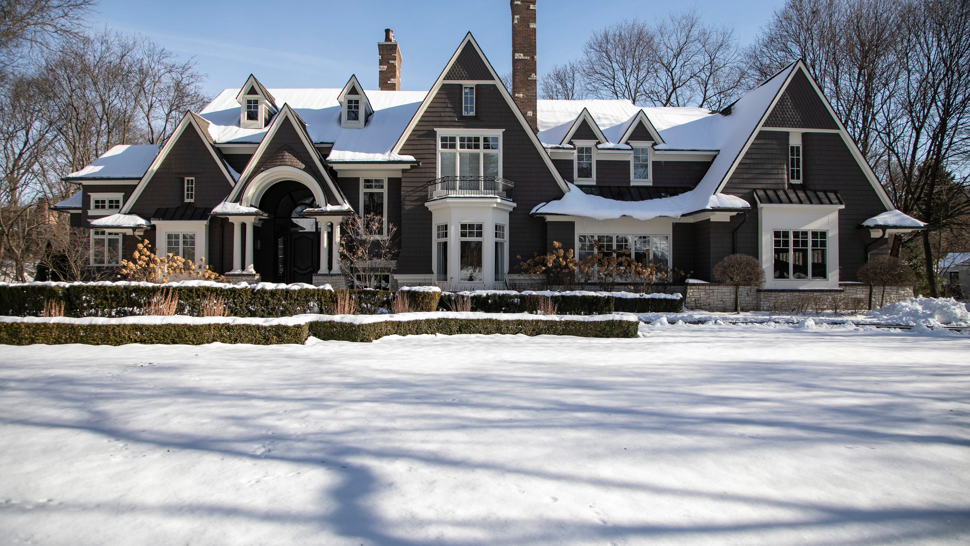 2 8m Bloomfield Township Mansion Is Dramatic Inside And Out