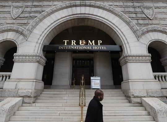 Fachada del hotel de Donald Trump en Washington, D.C.