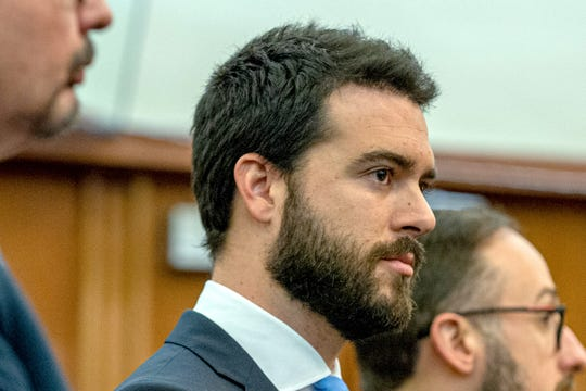 El actor mexicano Pablo Lyle acude a una audiencia en un tribunal de Miami, Florida.