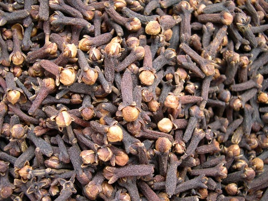 Clove buds used in Bontoux products.