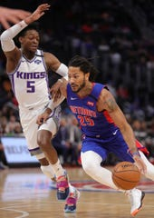 Detroit Pistons guard Derrick Rose drives against Sacramento Kings guard De'Aaron Fox during the first period Wednesday, Jan. 22, 2020 at Little Caesars Arena.