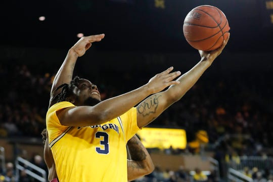 Michigan guard Zavier Simpson shoots in the first half against Penn State at Crisler Center, Jan. 22, 2020.