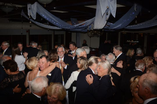 Marco Island Yacht Club members enjoyed dinner and dancing.
