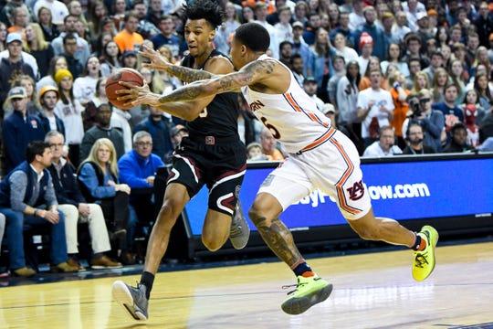 uburn guard J'Von McCormick (5) defends South Carolina guard AJ Lawson (0) on Wednesday, Jan. 22, 2020, in Auburn, Ala.
