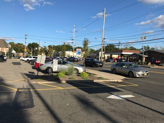 Traffic on Fair Lawn Avenue and Plaza Road