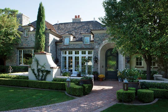 Eric and Kristin Kufel paid $5.4 million for a mansion in Scottsdale's Lombardi Estates.