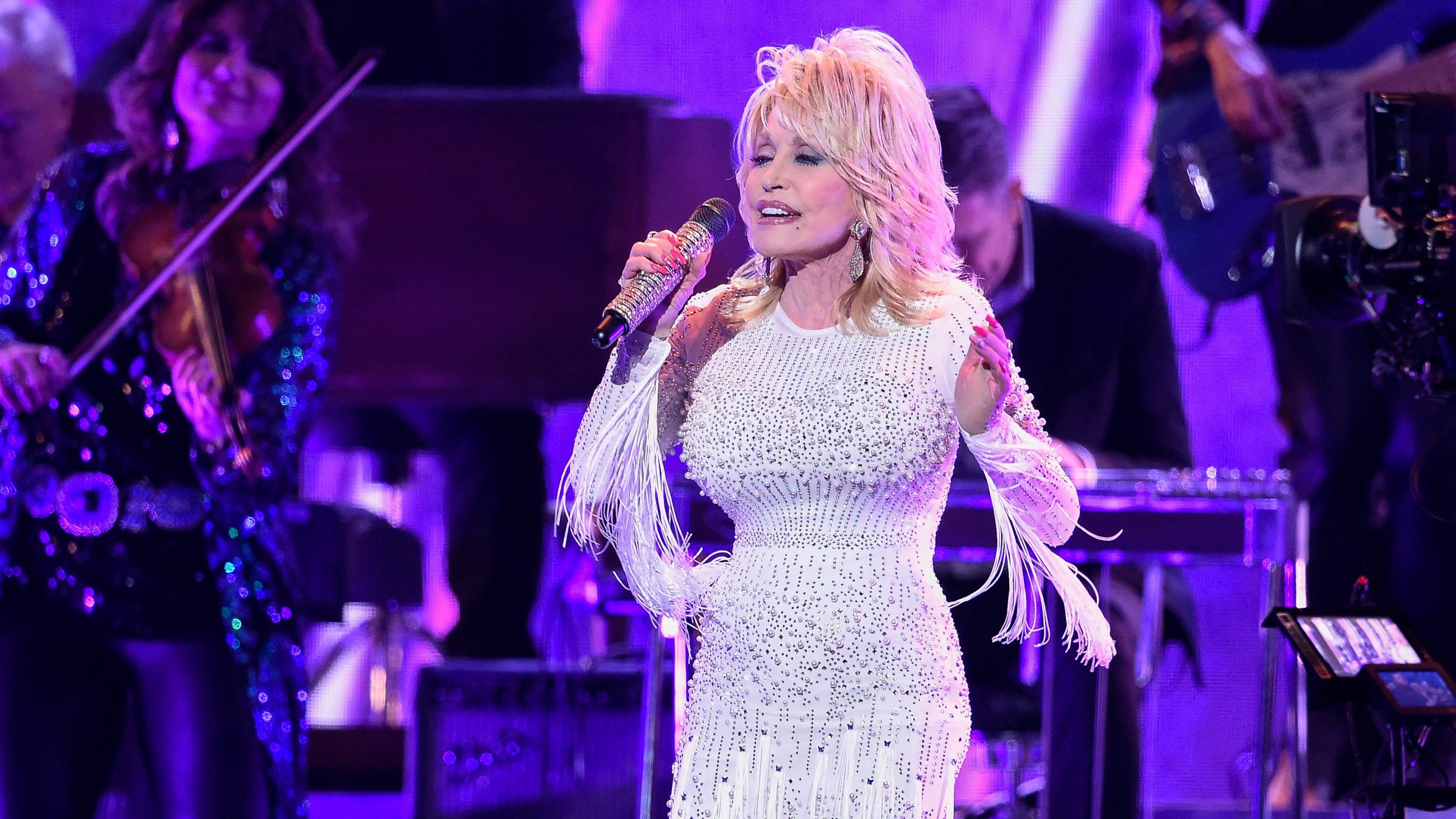 Will Smith, Reba take on Dolly Parton's 'LinkedIn, Facebook, Instagram, Tinder' challenge thumbnail
