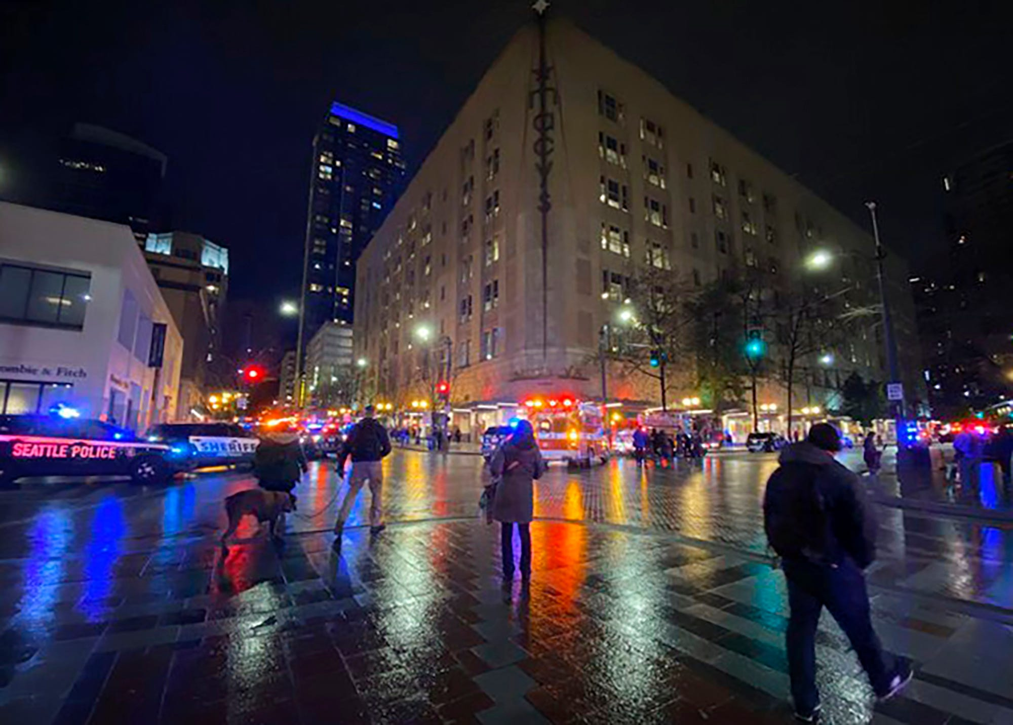 At least 1 dead, 7 injured in shooting outside McDonald s in downtown Seattle