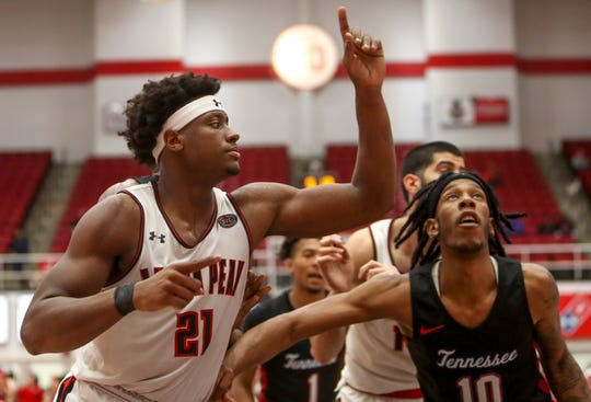 Austin Peay's Terry Taylor (21) is averaging 22.3 points per game this season.
