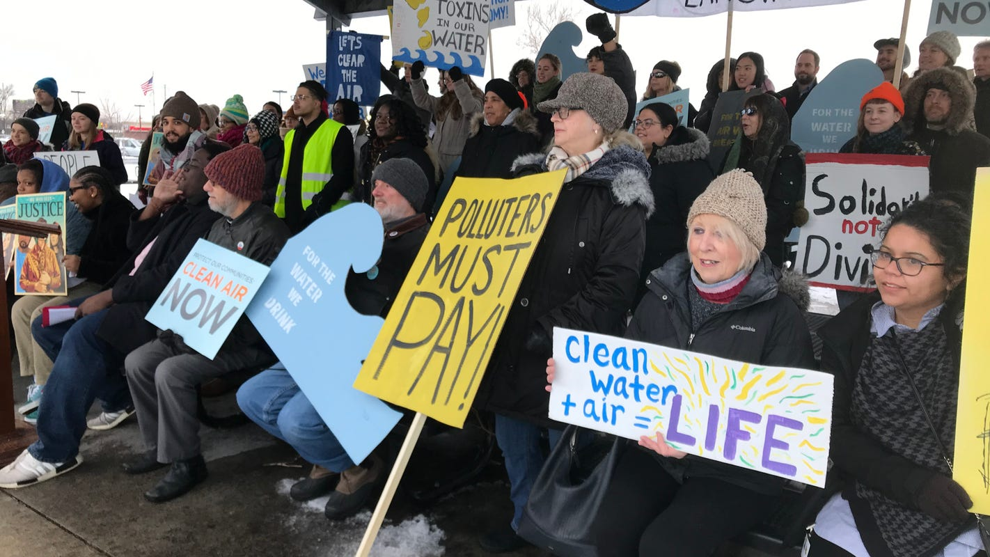 Activists scold government over metro Detroit pollution