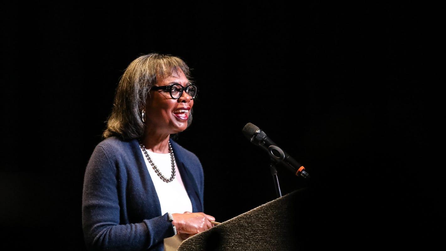 In Iowa, Anita Hill says, regarding Joe Biden: 'The statute of limitations on apologies is up'