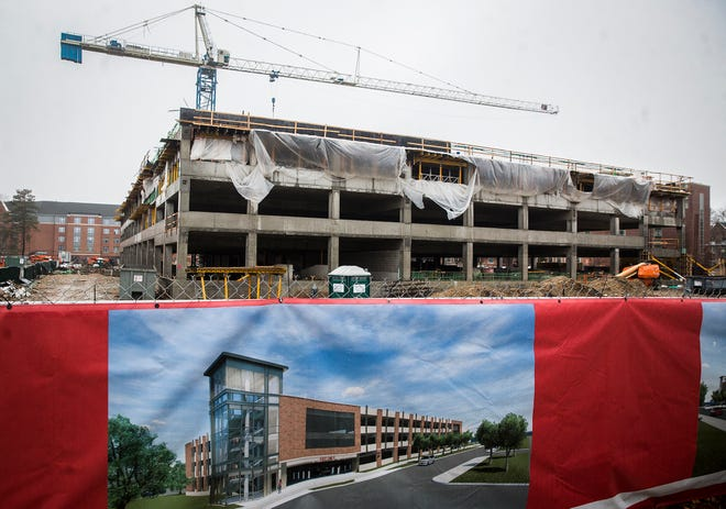 Construction continues on Ball State's parking garage on New York Avenue.