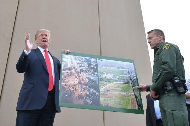 El presidente Donald Trump junto al agente Rodney Scott.