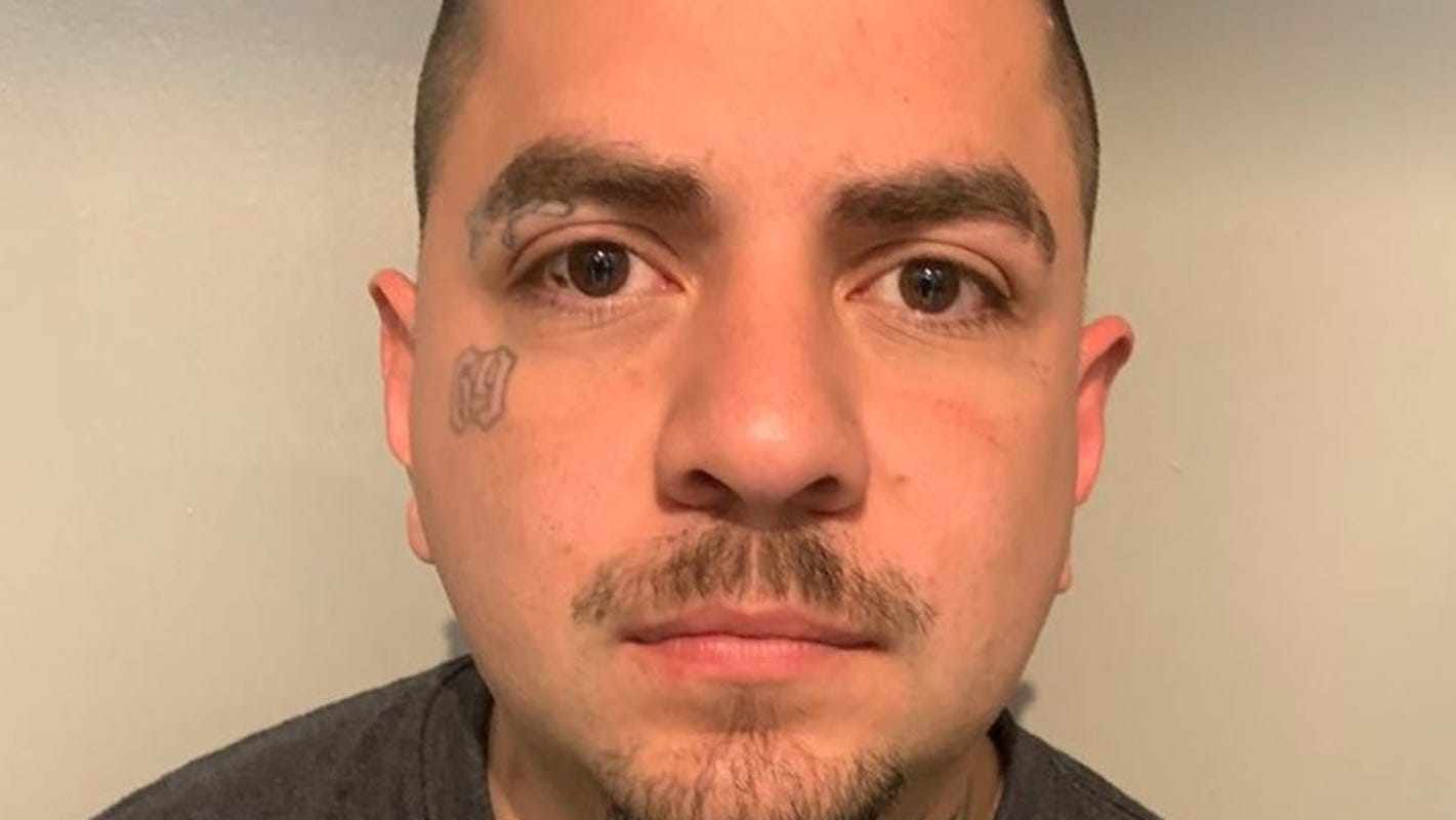Police arrest man accused of violating probation in human smuggling case after foot chase