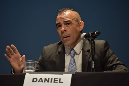 Simi Valley resident Daniel Mercuri, who is running as a Republican, makes a point during a candidate forum Thursday for California's 25th Congressional District.