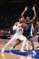 Pistons guard Derrick Rose (25) drives to the basket against Grizzlies guard De'Anthony Melton (0) during the first quarter at Little Caesars Arena.