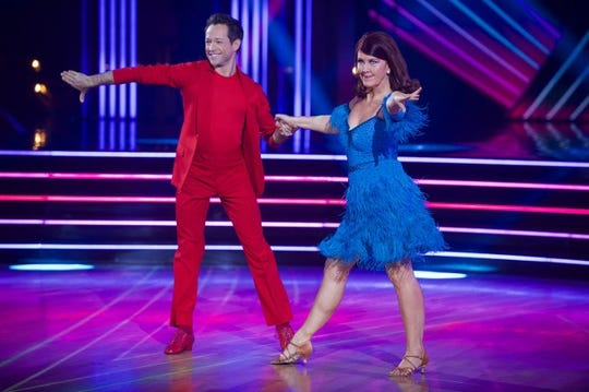 """Kate Flannery with her dance partner, Pasha Pashkov, on """"'Dancing with the Stars."""""""