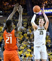 Jon Teske (15) averaged 11.6 points, 6.7 rebounds and 1.8 blocks over 31 games this past season.