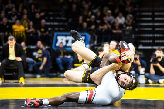 Austin DeSanto manhandled Ohio State's Jordan Decatur with 12 takedowns in a 27-12 rout.