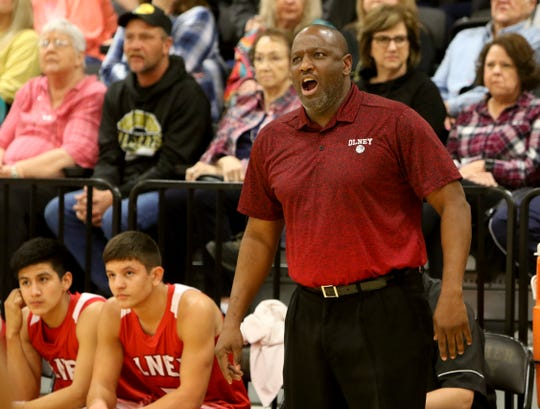 Carl Pennington is leaving Olney to be an assistant coach with the City View Lady Mustangs.