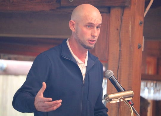 Former PGA Tour golfer Troy Kelly talks during Saturday's Kitsap Sports Hall of Fame ceremony at Kiana Lodge in Poulsbo.