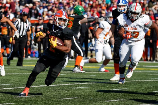 South running back Lamical Perine of Florida (2) carries the ball in for a touchdown during the first half of the Senior Bowl on Jan. 25, 2020, in Mobile.