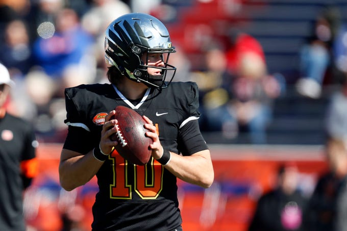 South quarterback Justin Herbert of Oregon (10) warms up before the start of the Senior Bowl college football game, Jan. 25, 2020, in Mobile, Ala.