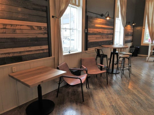 The Township Room offers many amenities for parties, meetings and other special events in the heart of Roscoe Village.