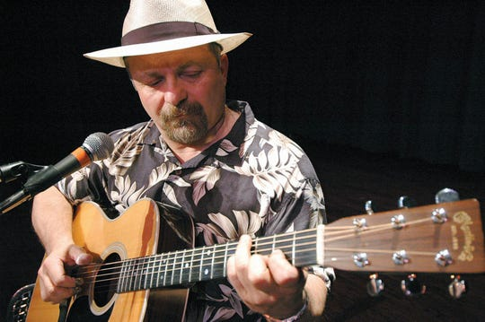 Bluesman Toby Walker will play the Valley Folk Music series Sunday afternoon.
