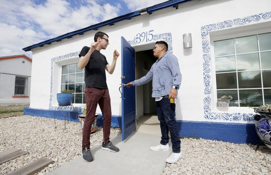 Diego Martinez, right, an El Paso artist and co-owner of Galeria Lincoln, speaks with artist Mathew McIntyre at the gallery at 3915 Rosa Ave.