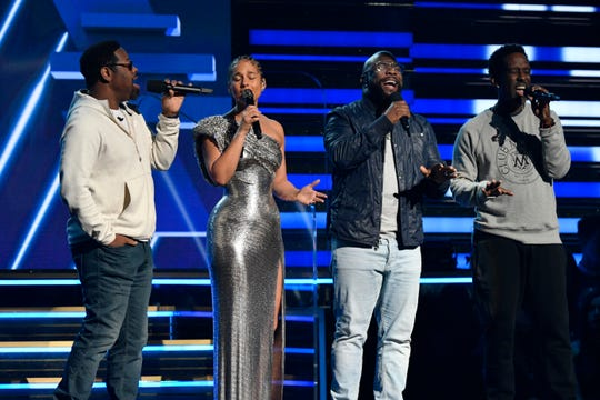 Boyz II Men join Alicia Keys to sing a tribute to Kobe Bryant at the Grammy Awards.