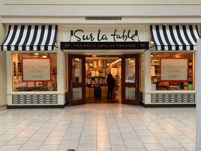 Sur la Table is closing at Freehold Raceway Mall.