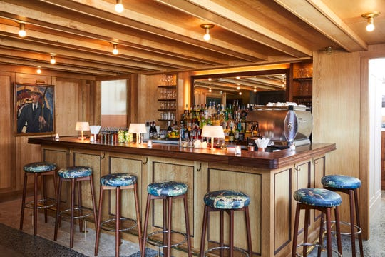 The bar at the Hotel Kinsley Restaurant in Kingston