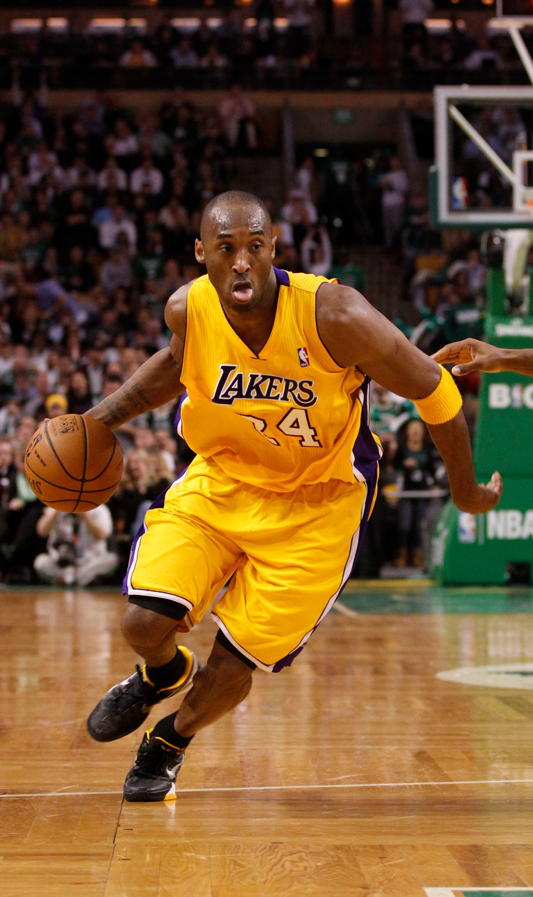 Kobe Bryant More Than 2 Million Fans Sign Petition For New Nba Logo
