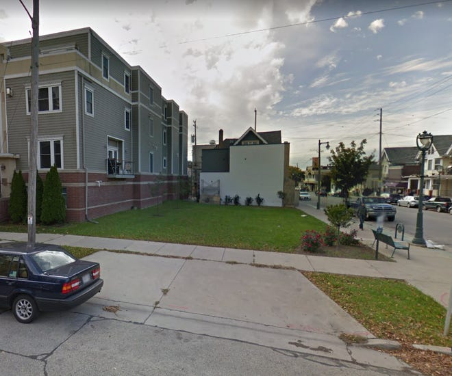 A vacant lot on Brady Street is to be sold for $105,000 to an investors group led by Pat Connaughton, of the Milwaukee Bucks.