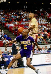 Florida State Seminoles guard Sam Cassell (10) in action against the Evansville Aces during the 1993 NCAA Men's Tournament at the Leon County Civic Center.