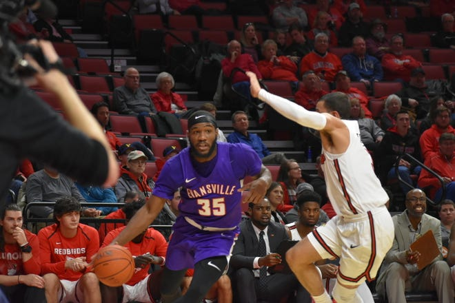 John Hall broke out of his shooting slump with 11 first-half points on Wednesday against Illinois State.