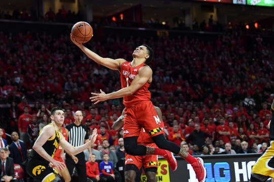 Maryland guard Anthony Cowan Jr. (1) goes to the basket for a layup.