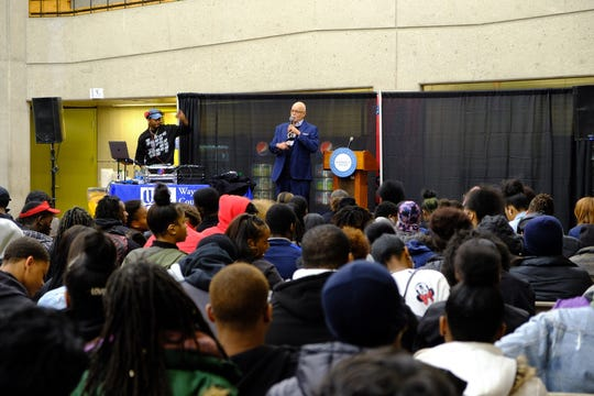Warren Evans speaks to students at Wayne County Community College District to encourage them to vote.