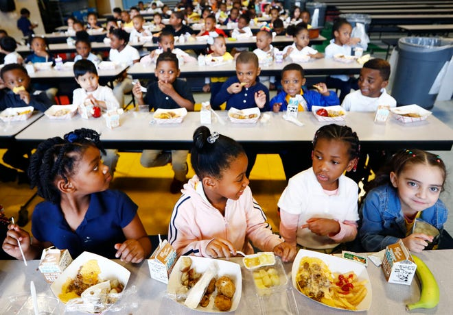 Students sit down for lunch in the cafeteria at Hickory Ridge Elementary School on Friday, Jan. 31, 2020.