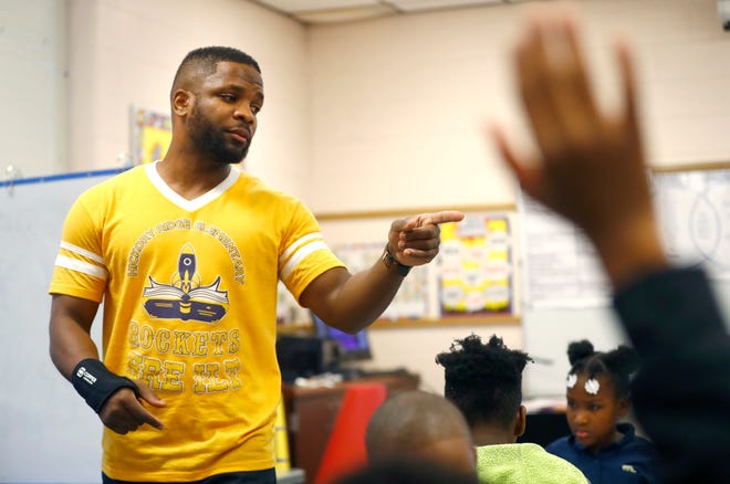 Corey Dixon leads his third grade reading, English, and language arts class at Hickory Ridge Elementary School on Friday, Jan. 31, 2020.