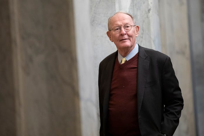 Tennessee Sen. Lamar Alexander to self-quarantine for 14 days after staffer tests positive for coronavirus