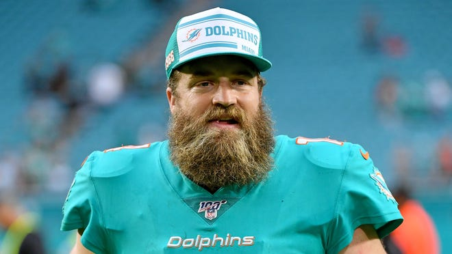 Ryan Fitzpatrick leaves Miami Dolphins after death of his mother