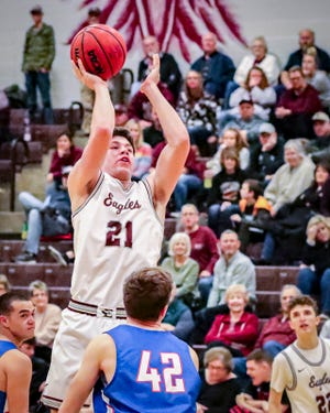 Eagleville's Jensen Linton fires a jumper during a 2020 contest. Linton scored 29 points in Monday's win over McEwen.