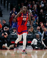 Detroit Pistons forward Sekou Doumbouya makes a 3-point basket during the first half.