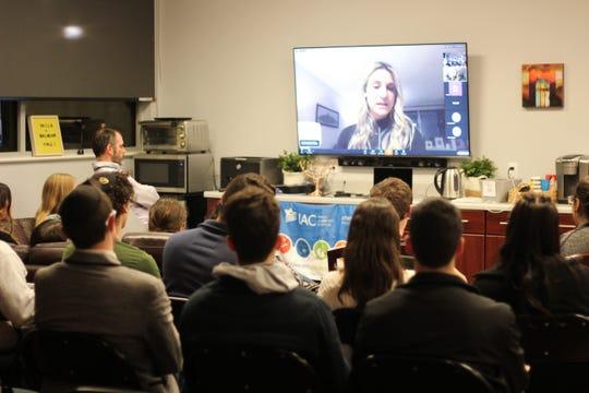 FSU alum Dana Rogozinski speaks to Hillel members about her grandmother's struggle through the Holocaust.