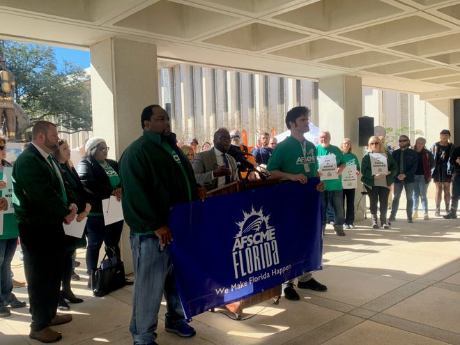 AFSCME members and state employees gathered outside the Capitol to raise awareness about state worker pay in Florida.
