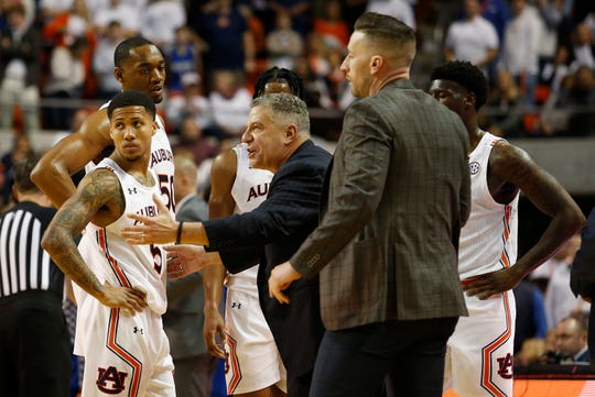 Auburn head coach Bruce Pearl talks to his team in the final seconds of a game against Kentucky on Feb. 1, 2020.
