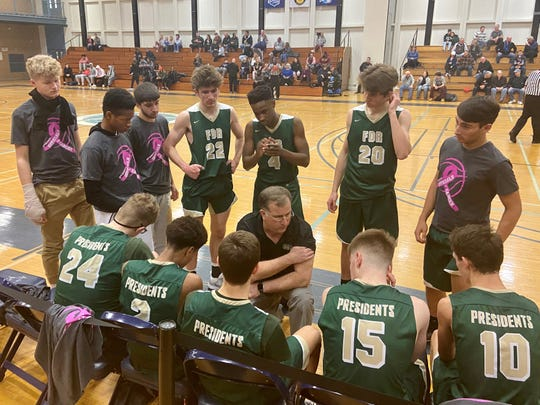 Franklin D. Roosevelt coach Kevin Hart huddles his boys basketball team during a timeout against Arlington in the Officials vs. Cancer tournament on Saturday.