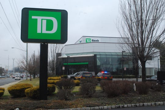A man robbed the TD Bank at 2035 Limestone Road in Stanton and led officers on a high-speed chase that ended in a three-vehicle crash on Saturday, police say.